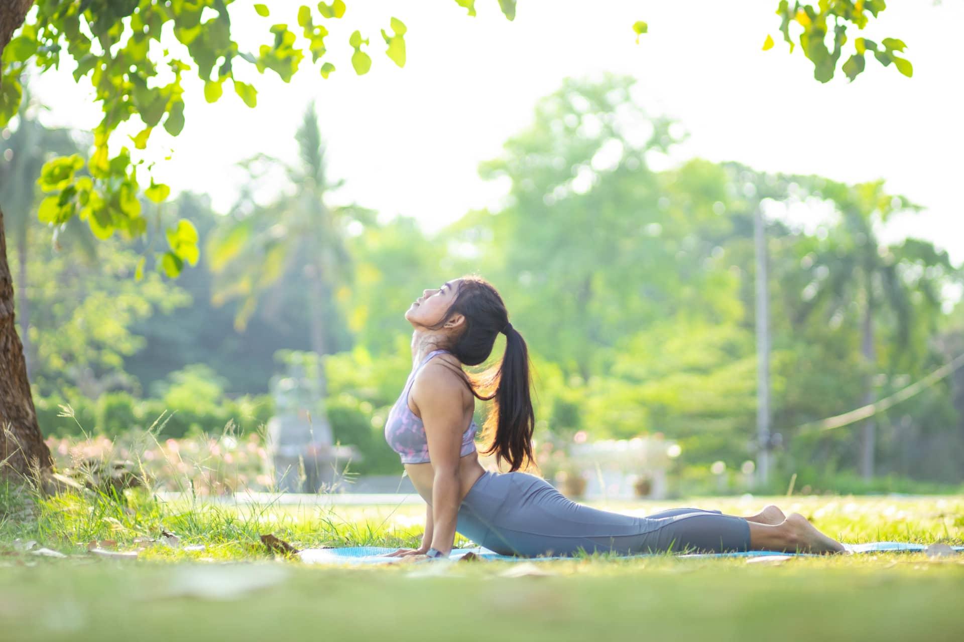 Gesundheitspraxis - Faszientraining - Dehnen in der Natur